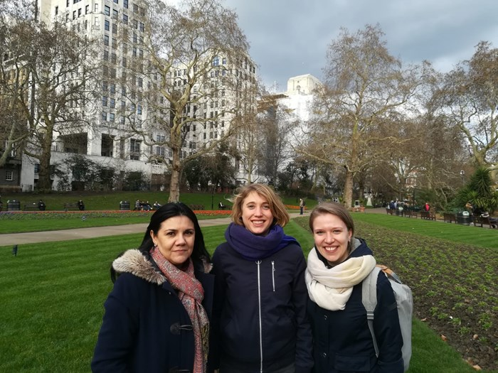 From left to right: Cláudia, Anna and Essi at Victoria Embankment Gardens, Westminster, London
